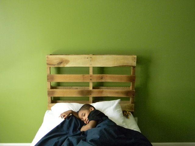 muebles-practicos-bonitos-faciles-hacer-palets-cabecero