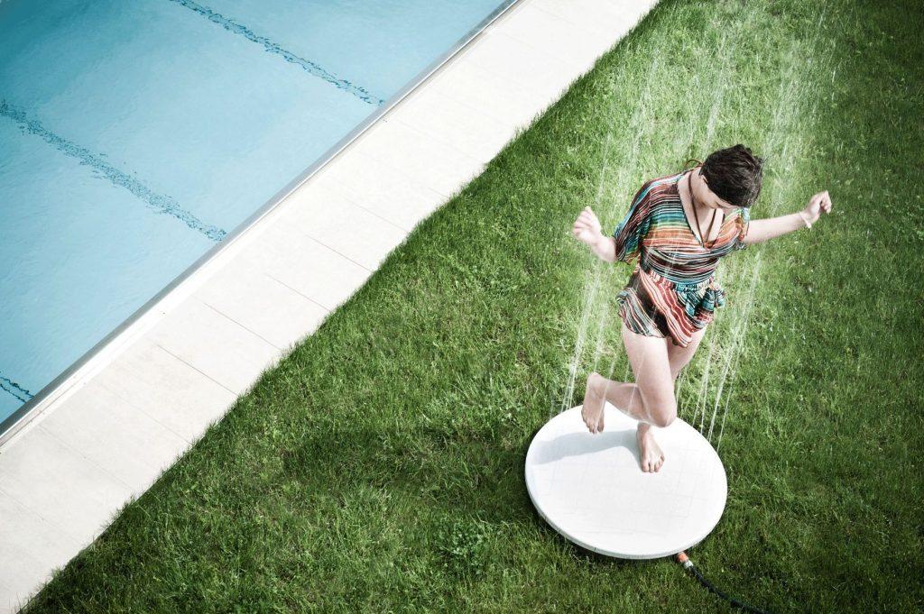 duchas-creativas-originales-piscina