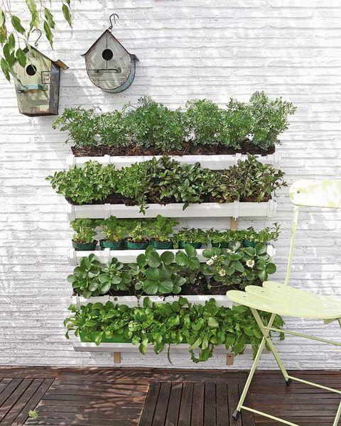 muebles-practicos-bonitos-faciles-hacer-palets-jardin-vertical-01