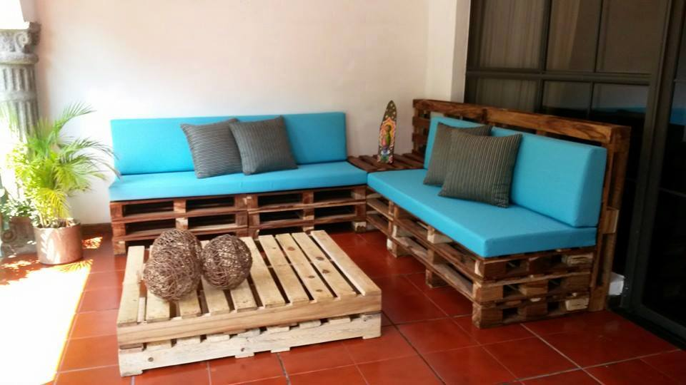 16 dise os de muebles con palets que no imaginar as que se for Sofas con palets para jardin