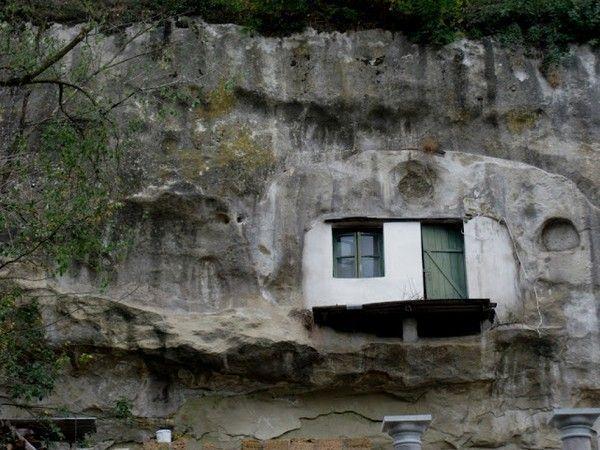 setenil-de-las-bodegas-vivir-dentro-roca-15