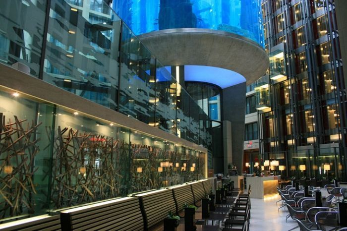 acuario-cilindrico-hall-hotel-radisson-07