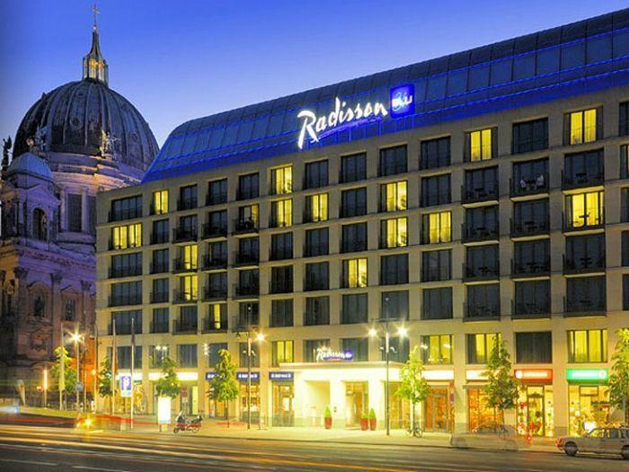 acuario-cilindrico-hall-hotel-radisson-08