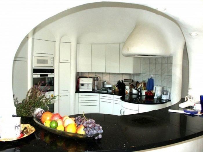 casa hobbit viviendas subterraneas eficientes ecologicas cocina