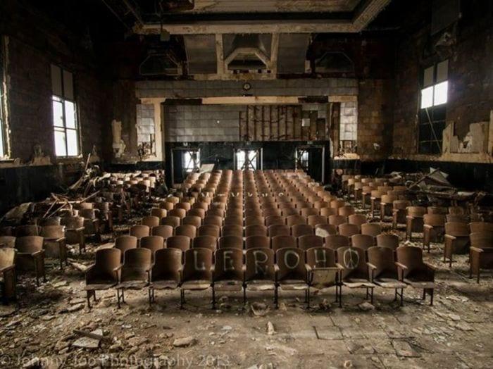 lugares-abandonados-llenos-historias-auditorio