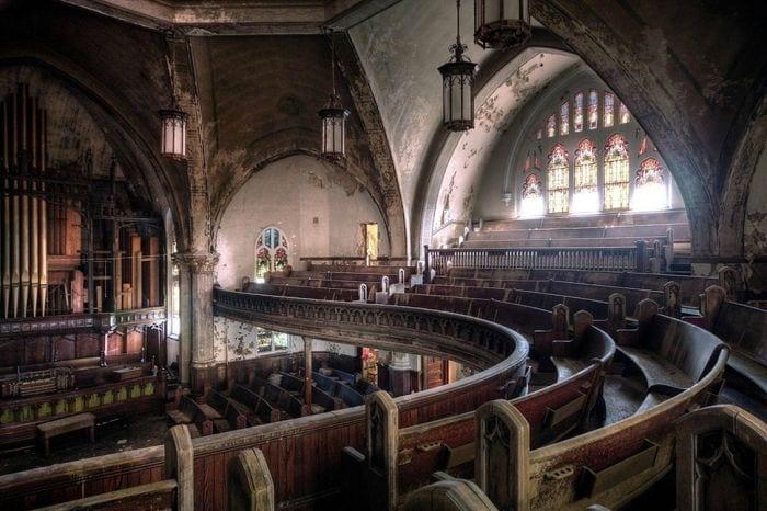 lugares-abandonados-llenos-historias-iglesia