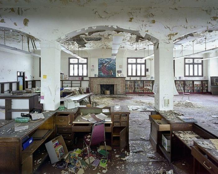 lugares-abandonados-llenos-historias-biblioteca