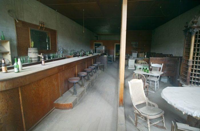 lugares-abandonados-llenos-historias-bar