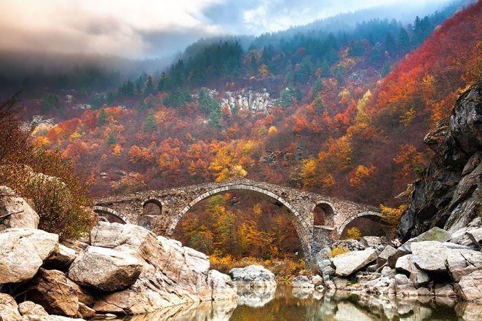 puentes-viejos-piedra-bucolicos-hermosos-diablo
