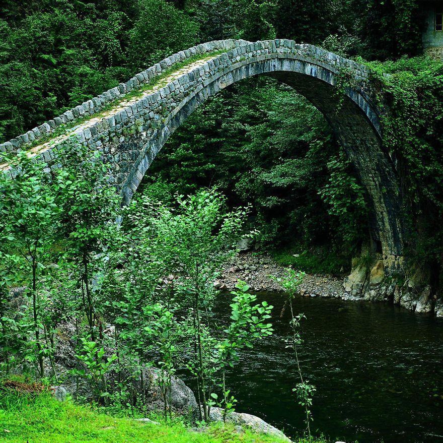 Puentes viejos de piedra, los más bucólicos y hermosos