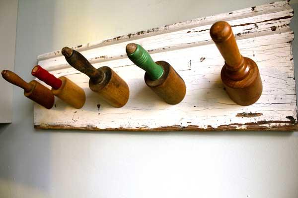 Perchero utensilios cocina reciclados rollo amasador madera cortado