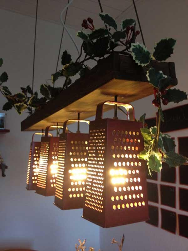 lamparas encendidas utensilios cocina reciclados ralladores planta