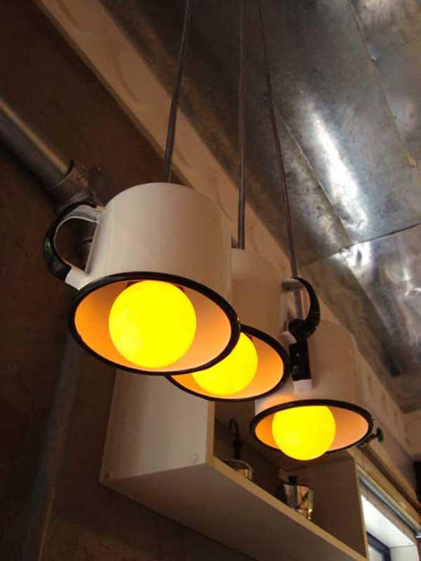 lamparas utensilios cocina reciclados tazas metalicas blanca luz amarilla