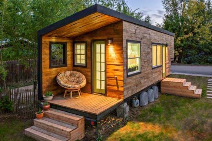 tiny house casa pequena construida ruedas madera atardecer