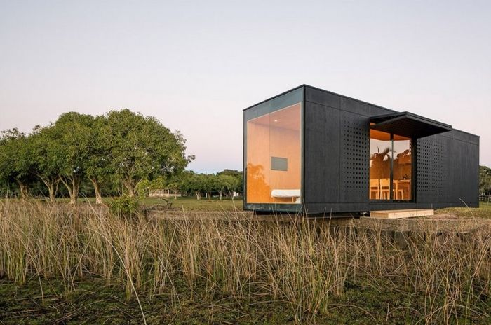 tiny house casa pequena construida prisma horizontal naturaleza