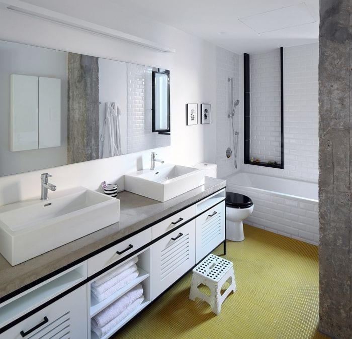 bano apartamento picas banera espejo toallas