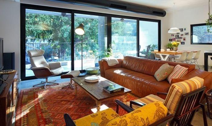 sala estar apartamento remodelado sofa sillones ventanal exterior