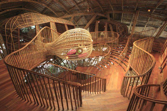 casa centro actividades bambu escaleras rampas spacios techo vistas exterior