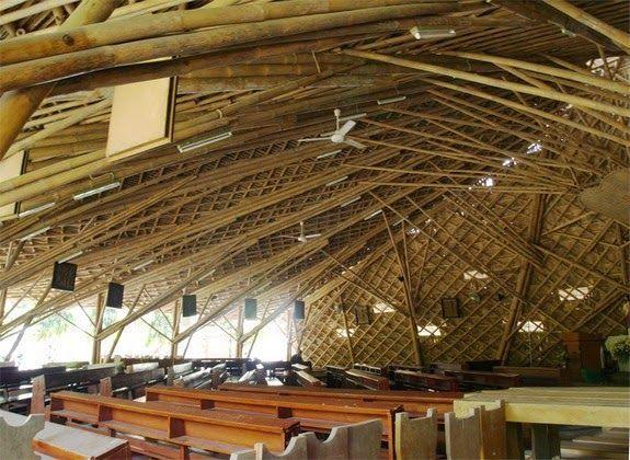 techo catedral bambu bancos luz exterior