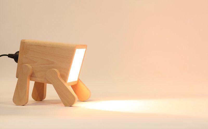 Foco forma mascota madera natural cara cuadrada