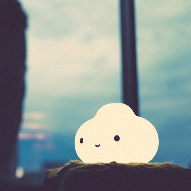 lampara forma nube encendiida ojos boca
