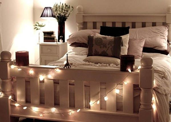 22 ideas para decorar con luces navide as sin esperar a la for Espejos de pie para habitacion