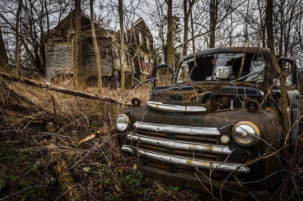 lugares reales tetricos granja abandonada coche roto