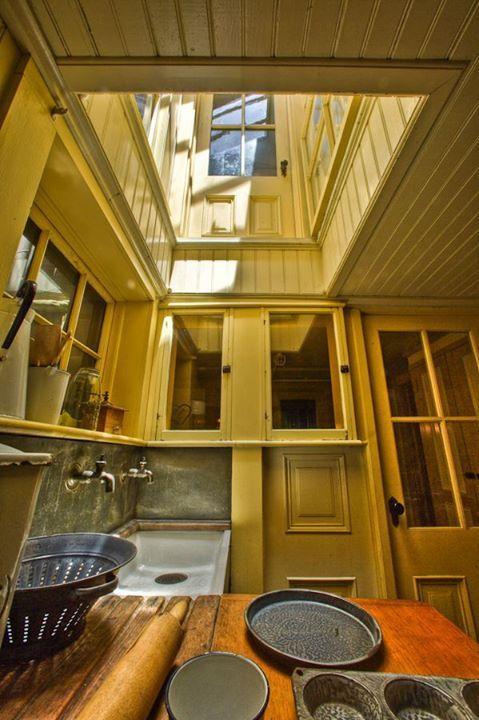 cocina casa winchester moldes puerta alta