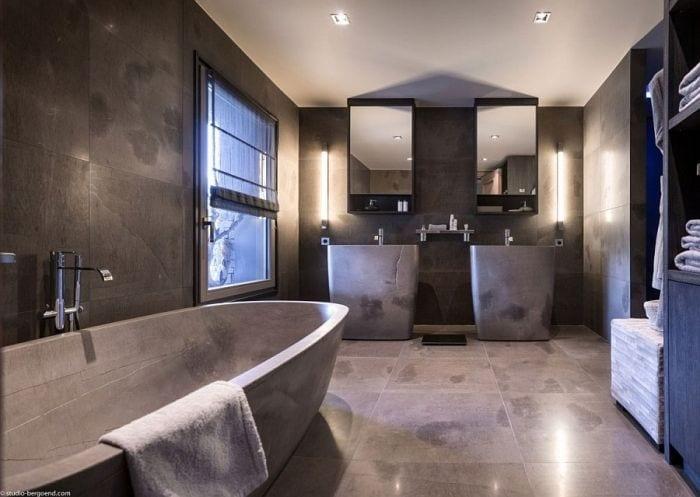 Elegant-modern-bathroom-with-a-dark-sophisticated-look
