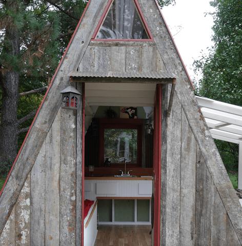 Esta curiosa caba a de 7 5 metros aumenta de tama o y puede ser tuya por s lo 1200 d lares - Amueblar casa por 1000 euros ...