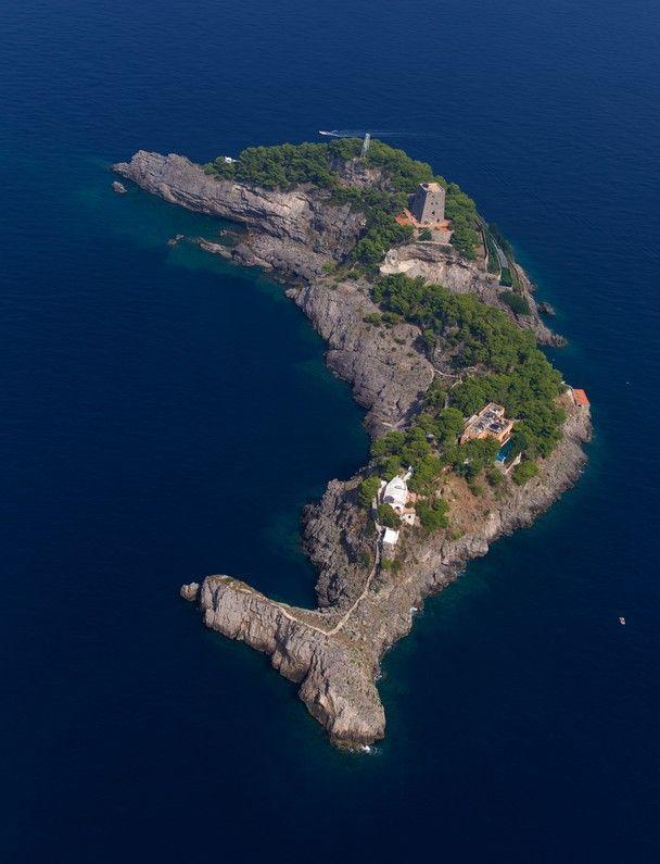 En El Mediterraneo Hay Una Isla En Forma De Delf 237 N Que Es