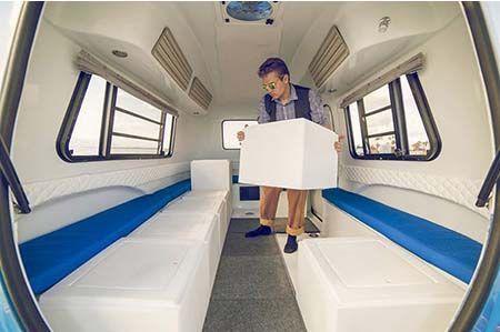 Una Pequena Caravana Que Permite Montar Y Desmontar Su Interior