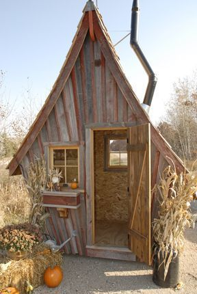 Peque as caba as hechas con madera reciclada que parecen for Cabanas infantiles en madera