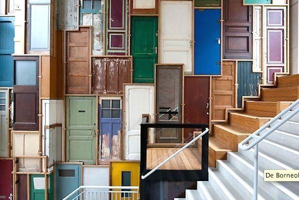 Despu s de ver estas ideas de decoraci n no querr s tirar for Como reciclar puertas antiguas