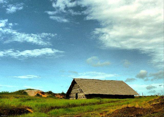 tipos-casas-vivienda-maloca-cielo-nubes-prado