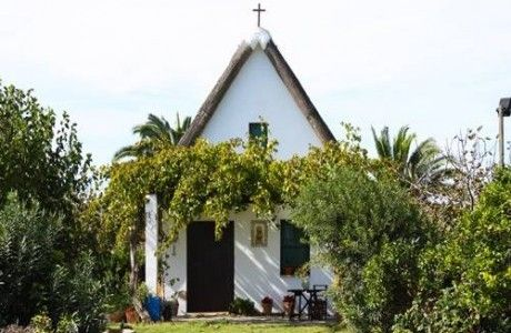 tipos-casas-mundo-barraca-vegetacion-puerta-ventana-cruz-fachada