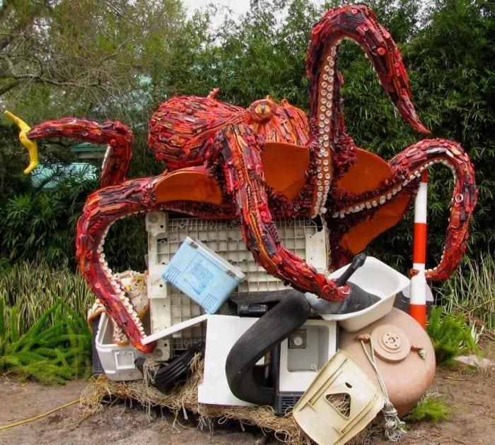esculturas-de-plastico-02