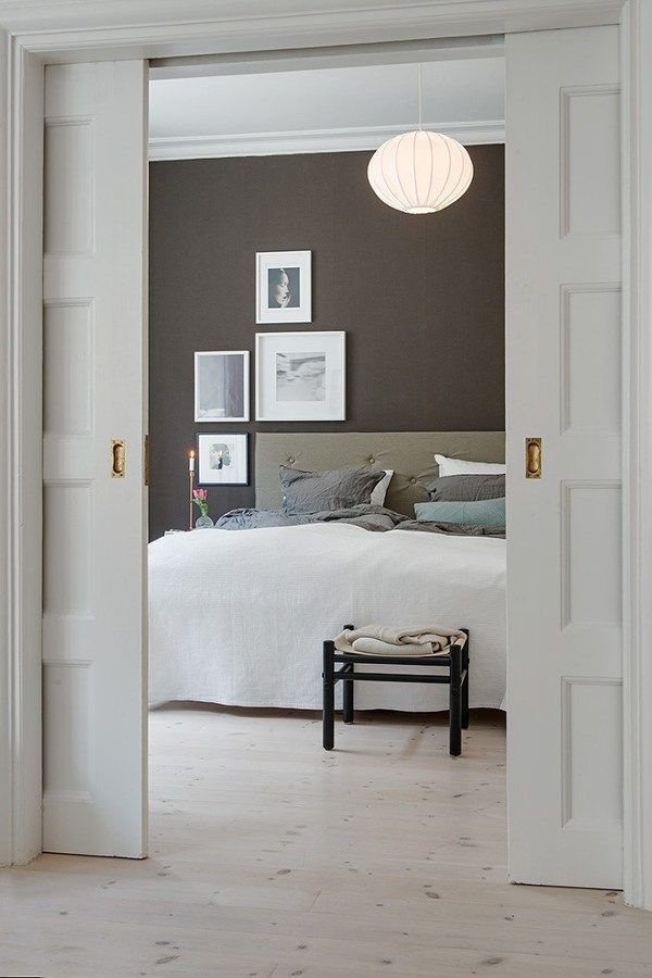puerta-corredera-blanca-doble-madera-lampara
