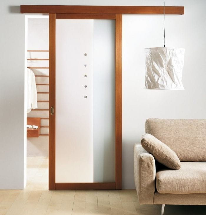 puerta-corrediza-marco-madera-interior-translucido-herraje-oculto