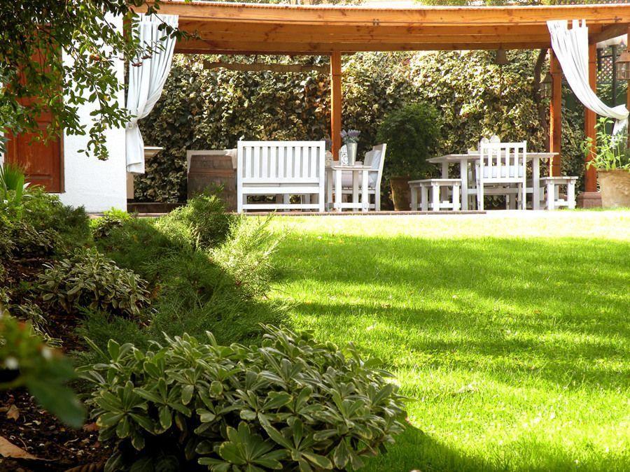 6 trucos sencillos para tener un patio perfecto esta for Como quitar la mala hierba del jardin