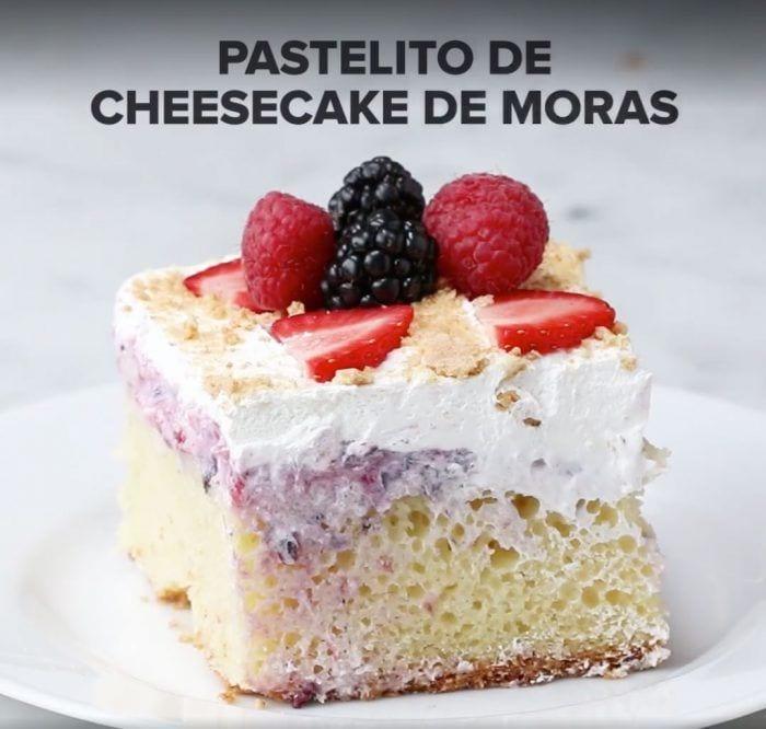 pasteles-rellenos-queso-moras