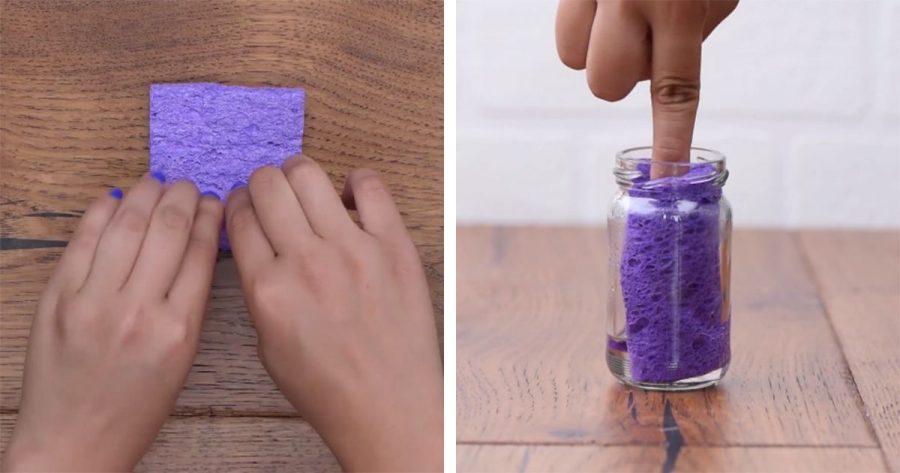 Enrolla una esponja y la mete en un tarro para conseguir algo muy útil
