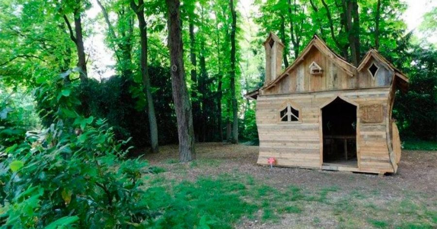 Cabaña hecha totalmente con palés de madera