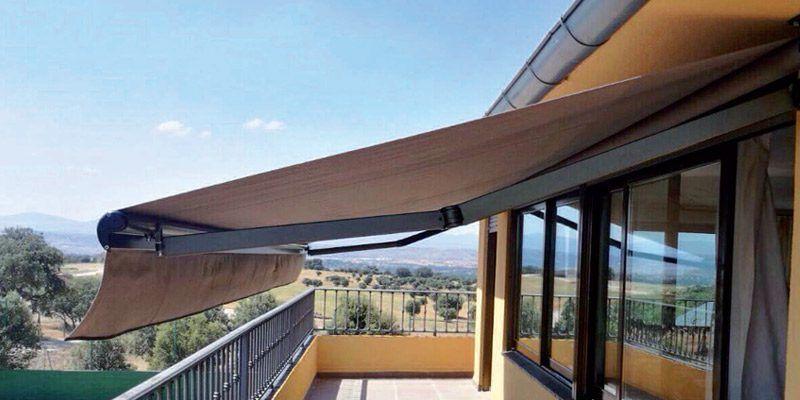 Un toque decorativo en tu terraza con un toldo 1