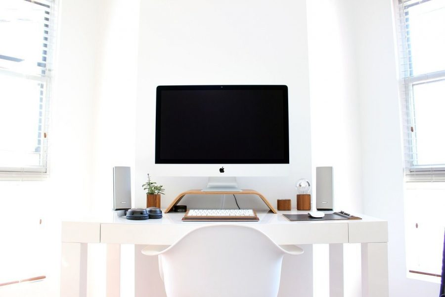 como-montar-oficina-casa-ordenador-mesa