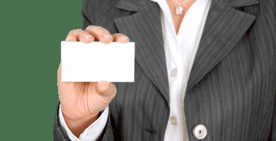trucos-promocionar-negocio-2019-mujer-tarjeta