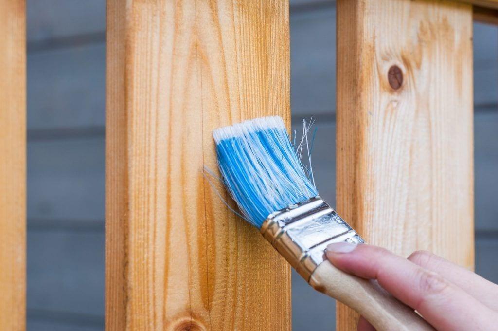 bricolaje-beneficios-recomendaciones-tipos-pincel-barniz-madera