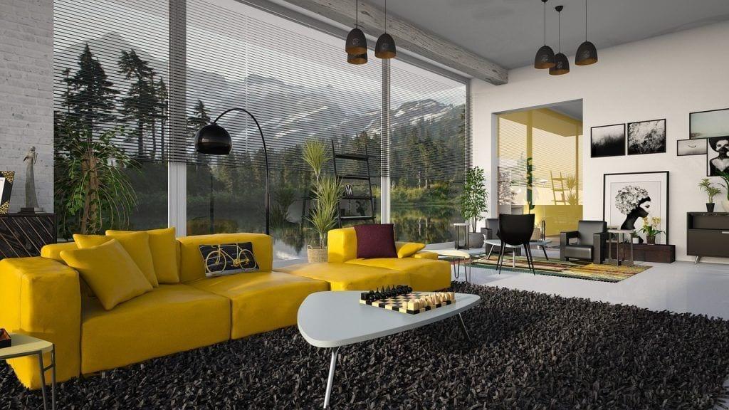 claves-estilos-salones-modernos-sofa-amarillo-cuadros--ventanal-montana-ajedrez
