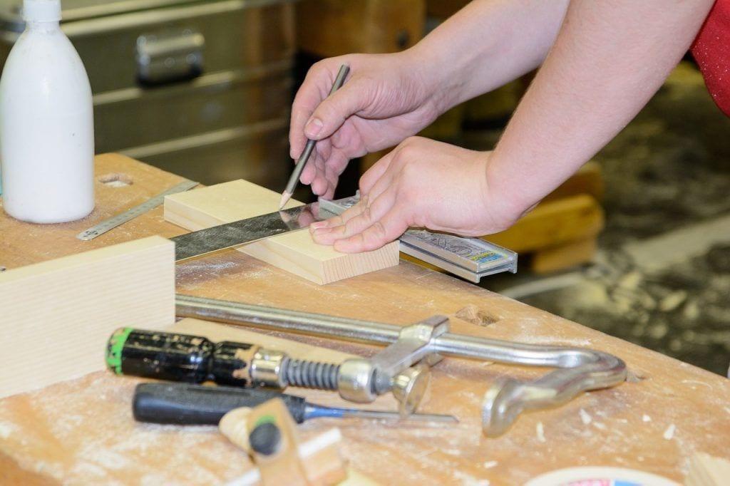 bricolaje-beneficios-recomendaciones-tipos-trabajo-madera-herramientas