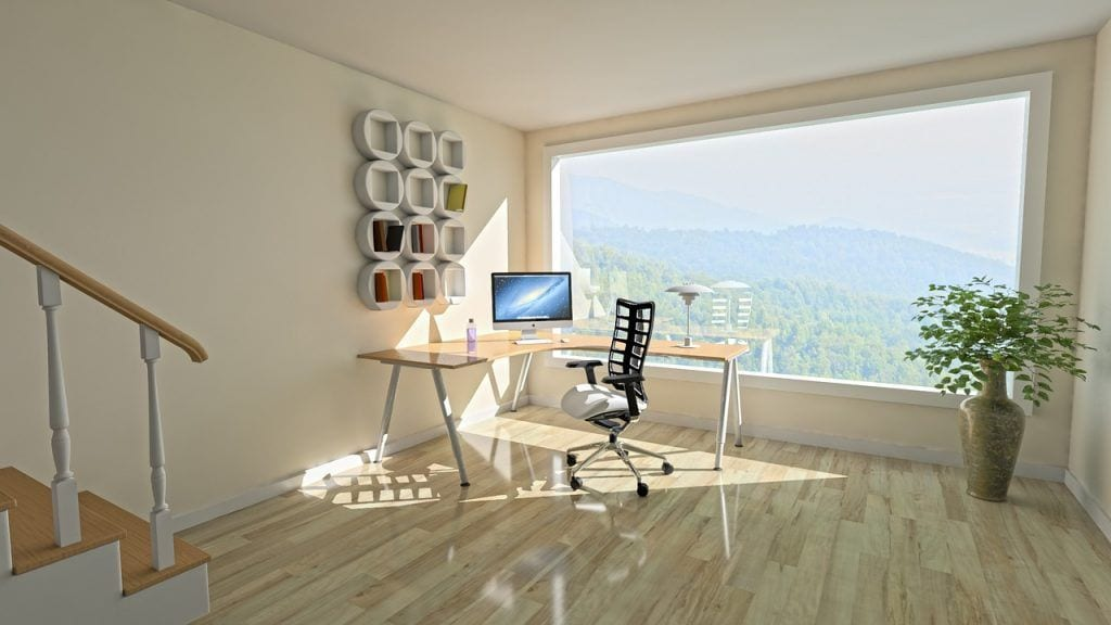feng-shui-estilo-vida-armonia-ventanal-sol-escritorio-ordenador